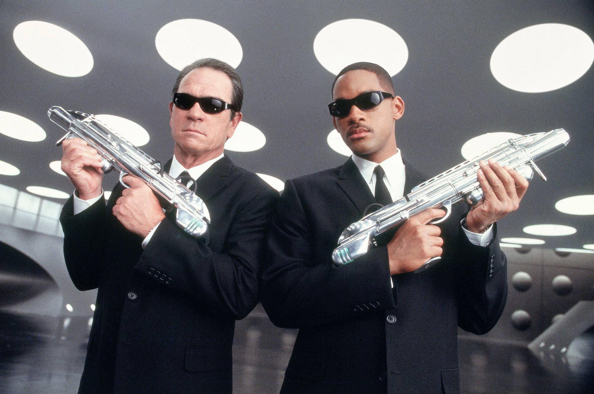 MIB-cop-movies-8303999-2000-1328